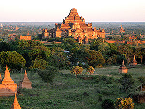 English: A panorama of Bagan